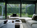 Baonilha + sala com janelas de vidro